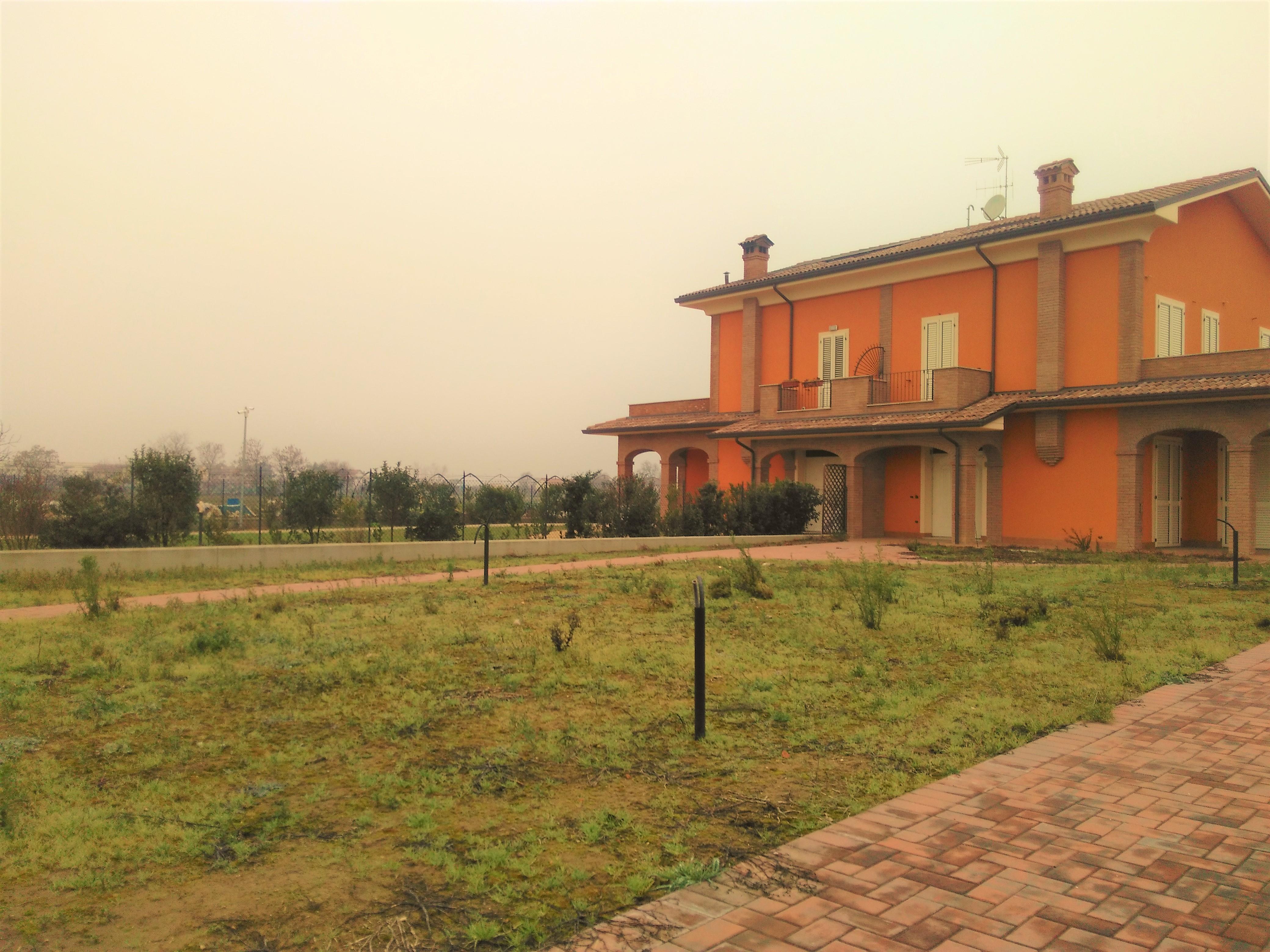 V-00970 Calabrina: Villa Bifamiliare stato grezzo avanzato