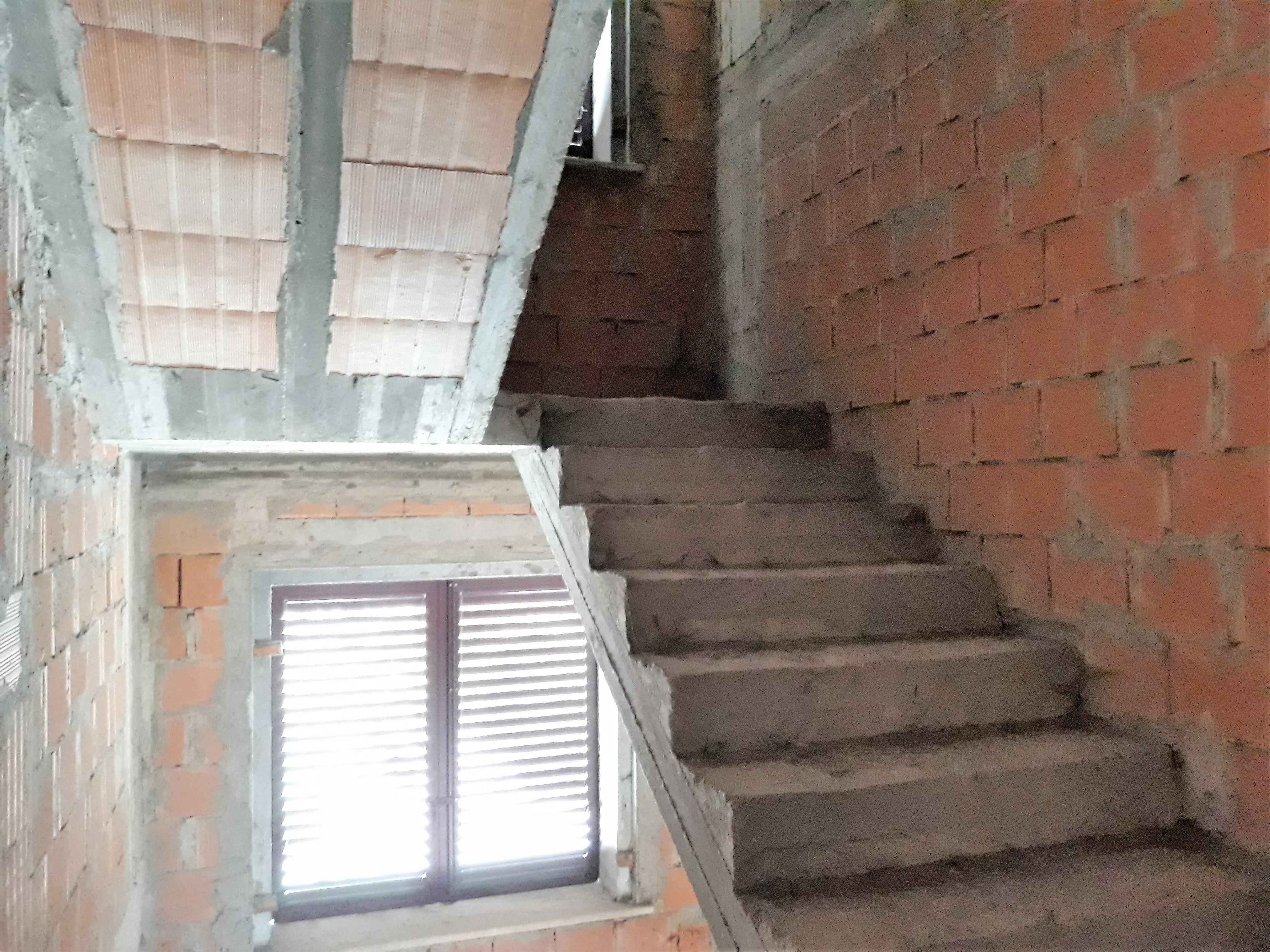 V-1072 S.Mauro in Valle: casa singola al grezzo con 2 appartamenti