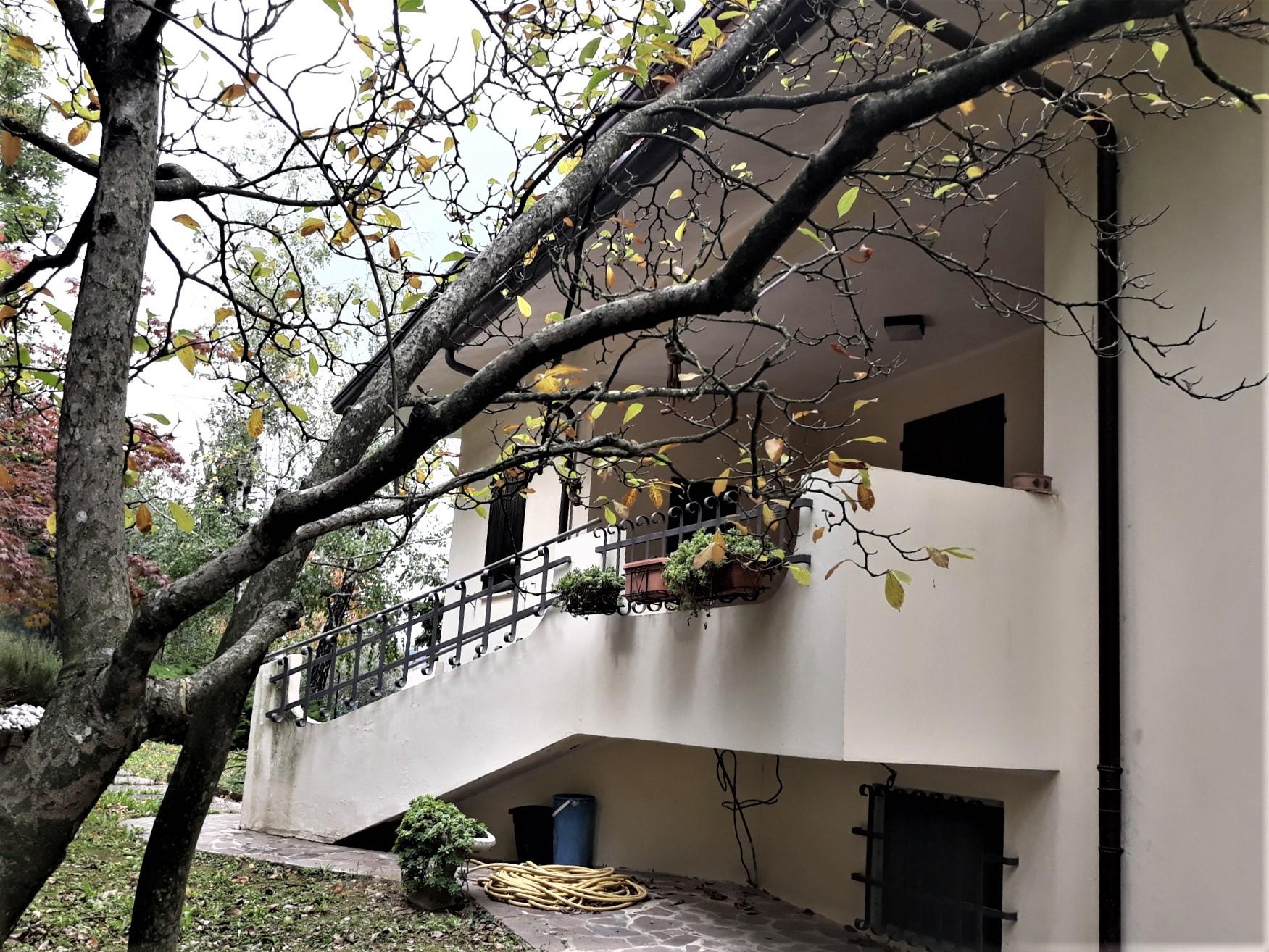 V- 1082 RONCOFREDDO – villa con parco