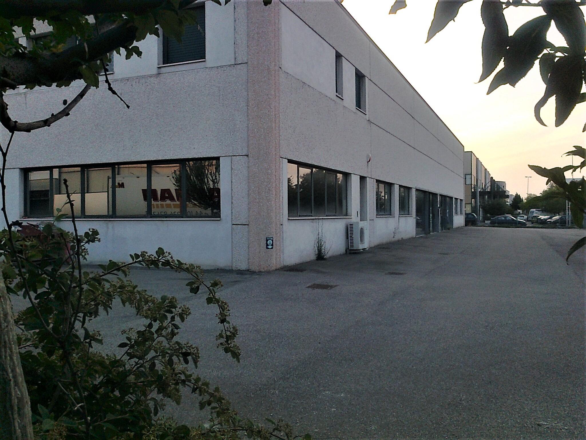 A-1091 Pievesestina: capannone di mq. 1200 con appartamento