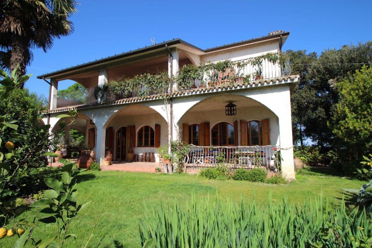 V-1088 Zona Gessi: villa con parco