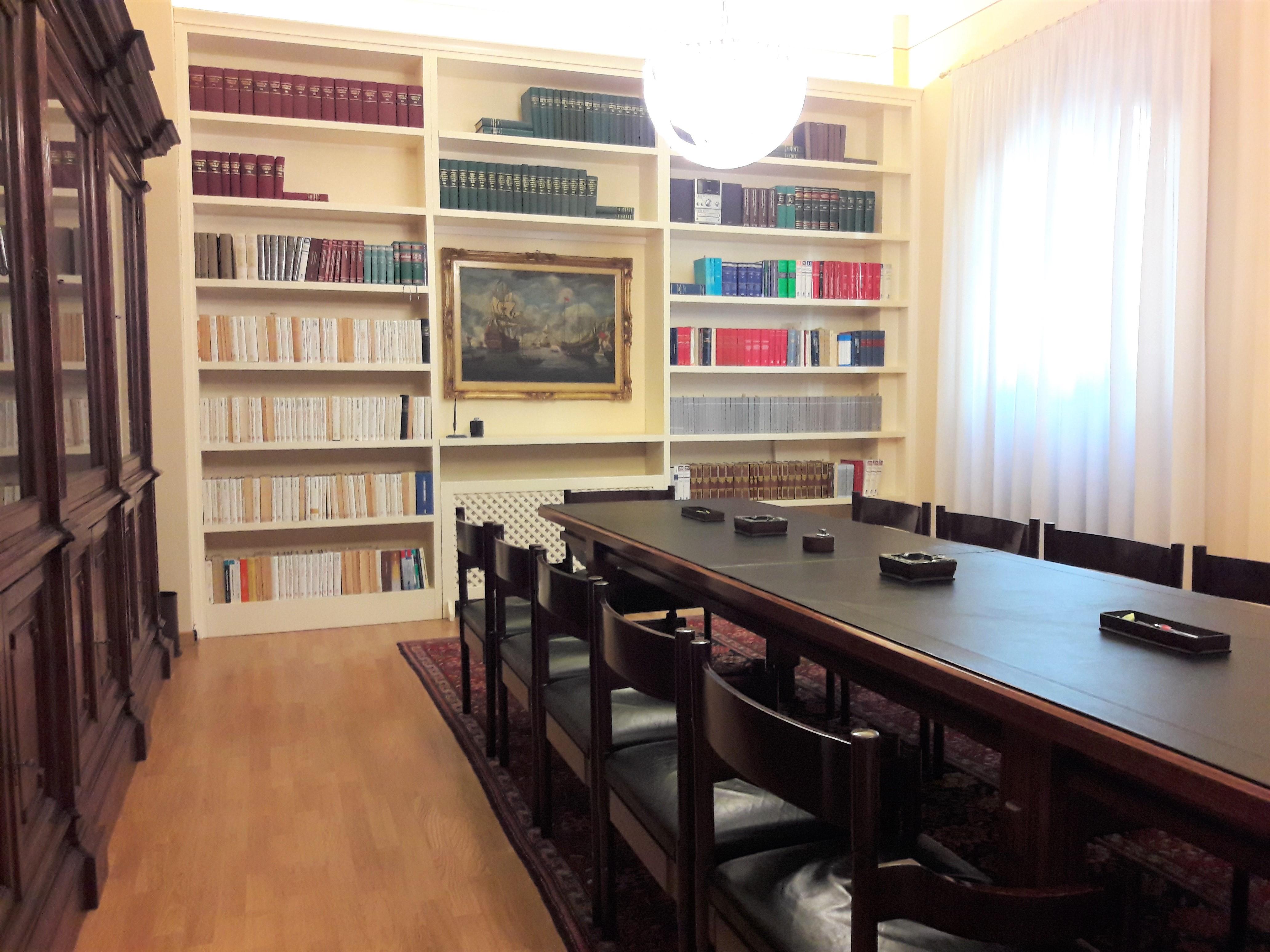 A-2014 Centro Storico: Ampio Trilocale di Pregio Arredato di SOLA CUCINA