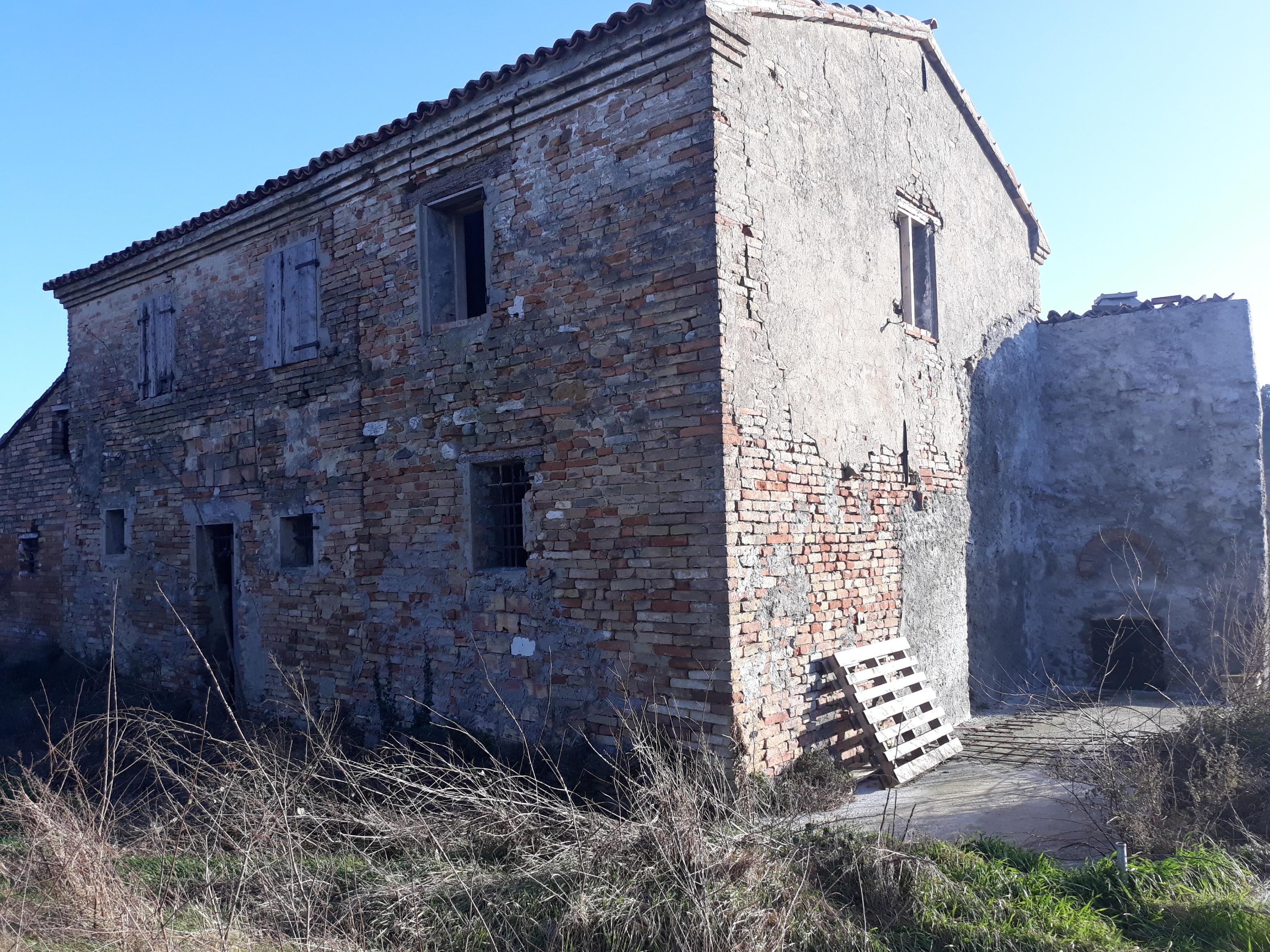 V-2018 – Monticino- rudere con terreno